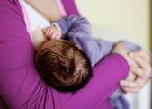 Voeden van pasgeboren baby — Stockfoto
