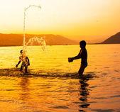 Letnie zabawy w wodzie — Zdjęcie stockowe