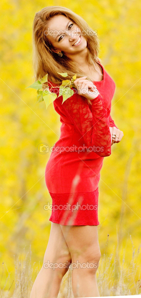 Autumn portrait of beautiful woman — Stock Photo #13201498