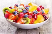 Salad with fruits and berries — Stockfoto