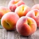 Fresh peaches — Stock Photo #11784957