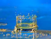 Water drop making a crown — Stock Photo