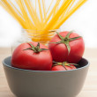 Fresh tomato and spaghetti pasta — Stock Photo