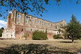 The side wall of the Abbey of San Galgano. Tuscany — Stock Photo