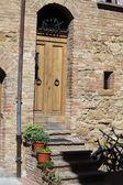 Trä bostäder dörröppningen i toscana. italien — Stockfoto