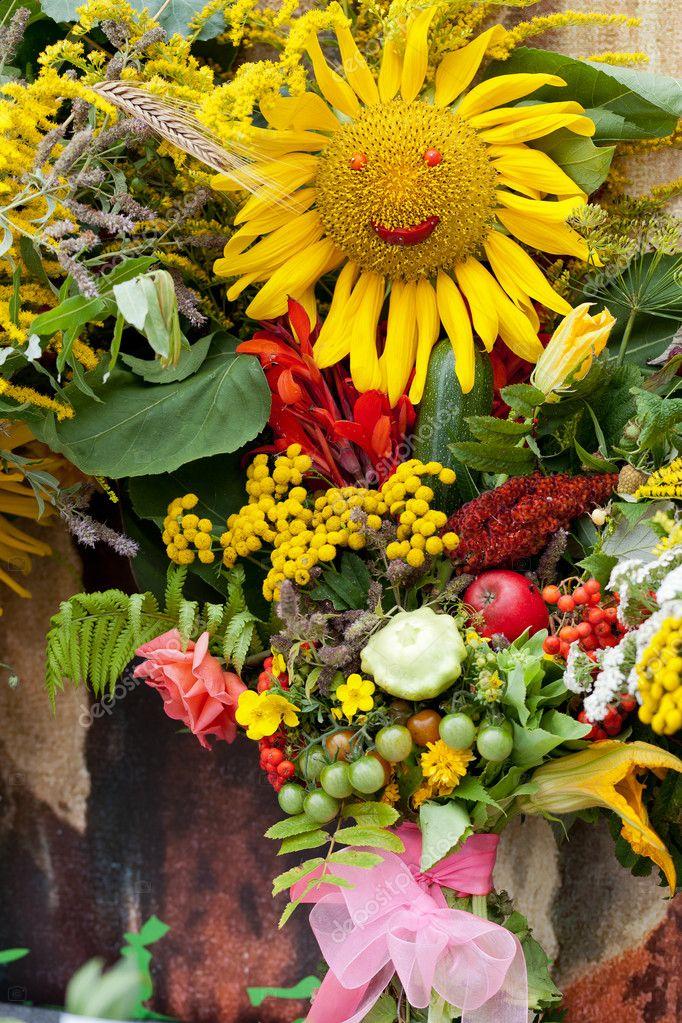 Bellissimi mazzi di fiori ed erbe — Foto Stock © wjarek #12317643