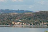 Trasimeno lake in de zomer. umbrië, italië — Stockfoto