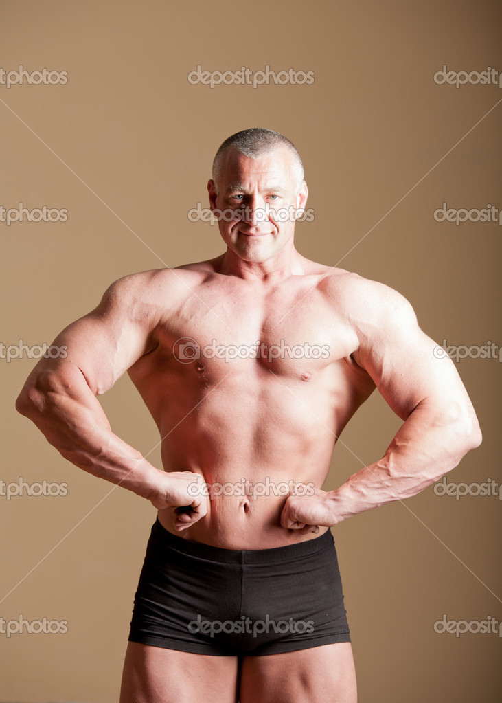 Bodybuilder posing in a room — Stock Photo #11163247