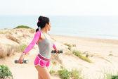 Träna på stranden — Stockfoto