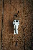 Klíče visí na hřebík — Stock fotografie