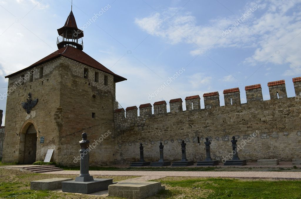 Bender Fortress West (Moldavia Cetatea Bender (Tighna), Ukr. Benderska Fortress) - an architectural monument of the XVI century. Located on the right bank of the Dniester River in Bender, Transnistria (Moldova). — Stock Photo #11459269