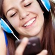 Close up of teenager girl with phone — Foto de Stock