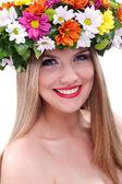 Hermosa joven con flores — Foto de Stock
