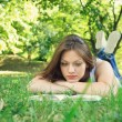 Young woman reading in nature — Stock Photo