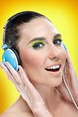 Kobieta korzystających w muzyce — Zdjęcie stockowe
