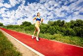 Esecuzione di donna sportiva — Foto Stock