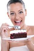 Aufgeregt frau leckere kuchen essen — Stockfoto