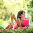 Relaxing woman reading — Stockfoto