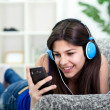 Teenager girl listening to music — Stockfoto