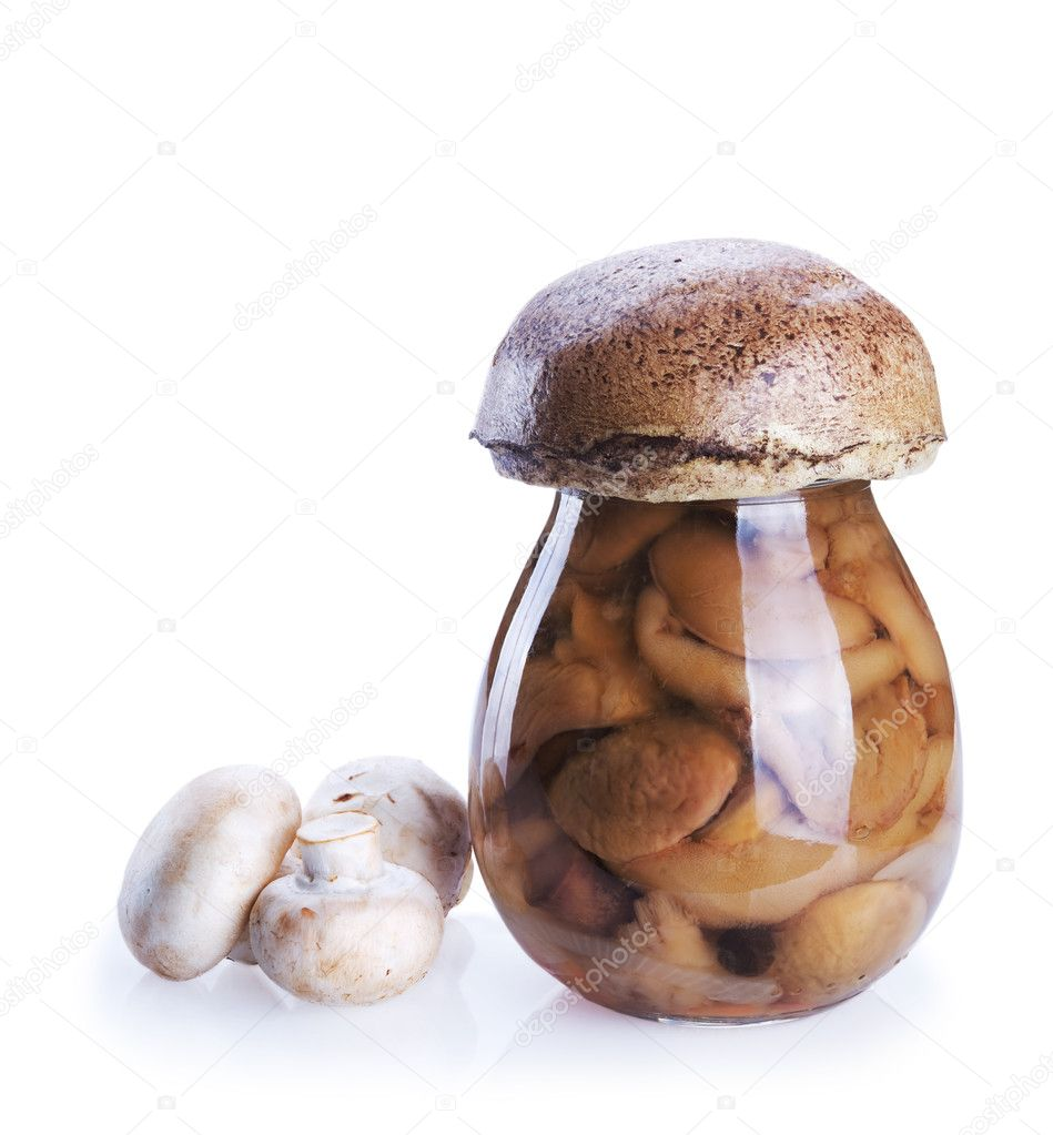 Marinated mushrooms in the glass jar and fresh mushrooms isolated on white background — Photo #10918768