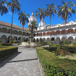 Courtyard at the church of San Francisco in Quito, Ecuador — Stock Photo