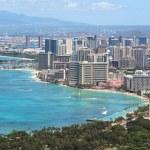 Waikiki Beach and the city of Honolulu, Hawaii — Stock Photo
