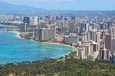 Aerial skyline of Honolulu including the hotels around Waikiki B — Stock Photo
