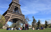 Tourists at the Eiffel Tower — Stock Photo
