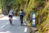 Amatuer Cyclists Climbing Col d'Aubisque — Stock Photo