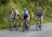 Image of various cyclists from different teams climbing the last kilometers of the category H mountain pass Aubisque — Stock Photo