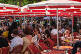 Red Terrace on Avenue des Champs Elysees — Stock Photo