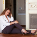Beautiful woman sitting on the floor — Stock Photo #11835433