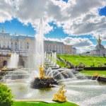 Grand cascade in Pertergof, Saint-Petersburg, Russia. — Stock Photo