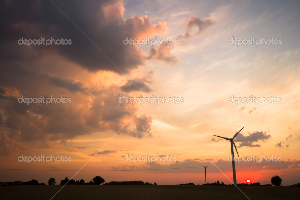 Wind turbines on green field. Alternative source of energy — Stock Photo #11531372