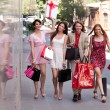 Group of friends with shopping bags — 图库照片