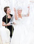Bride raises the veil — Stock Photo
