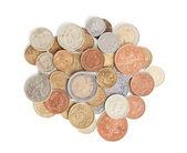 散射银色和金色的硬币,在白色背景上孤立 — 图库照片