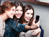 Friends photo session after shopping — Stock Photo