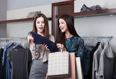 Two girlfriends go shopping — Stok fotoğraf
