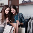 Two friends buy presents in a sale — Stockfoto