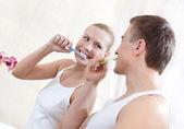 Husband and wife brush teeth — Stock Photo