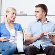 Husband and wife calculate the expenses — Stock Photo
