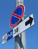Stop vägskylt med euron 2012 emblem i kiev, ukraina. — Stockfoto
