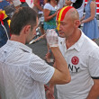 Painter draw the national flag on face of fan before final match Spain-Italy. — Stock Photo