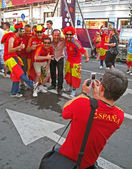 Sport fans from Spain in Euro 2012 football fun zone, Kiev. — Zdjęcie stockowe