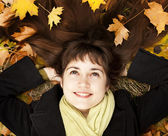 Portrait of brunette girl in the autumn park. — Stock Photo