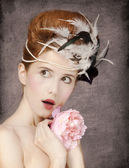 Surprised redhead girl with Rococo hair style and flower at vint — Stock fotografie