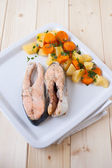 Salmon steaks with vapor cooked veggies — Stock Photo