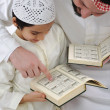 Arabic Kid and teacher reading together — Stockfoto