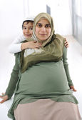Pregnant mother and son — ストック写真